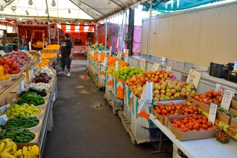 Fillmore farm markets offer an abundance of varieties, but oranges are everywhere here.