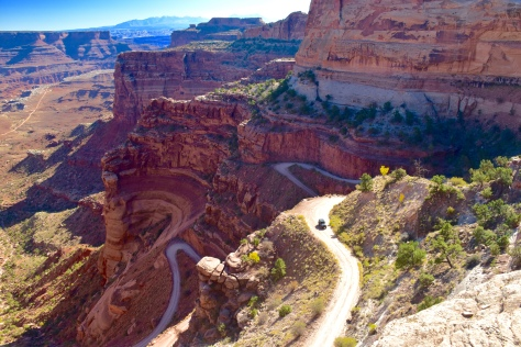 The switchbacks of the Shafer Trail are hanging on the edge of the cliffs.